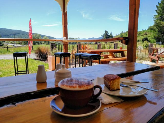 Quick stop at the Kohatu Flat Rock Cafe